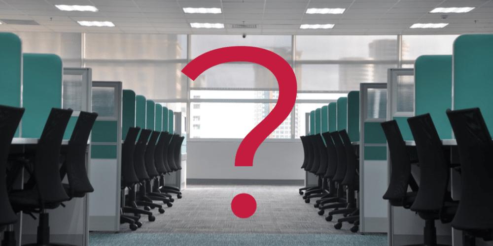 üres székek sora egy open office irodában